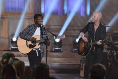 "AMERICAN IDOL: L-R: Contestant Lee Jean with Chris Daughtry in the ""Showcase #4: Judges Vote"" episode of AMERICAN IDOL airing Thursday, Feb. 18 (8:00-10:00 PM ET/PT) on FOX. © 2016 FOX Broadcasting Co. Cr: Ray Mickshaw / FOX."
