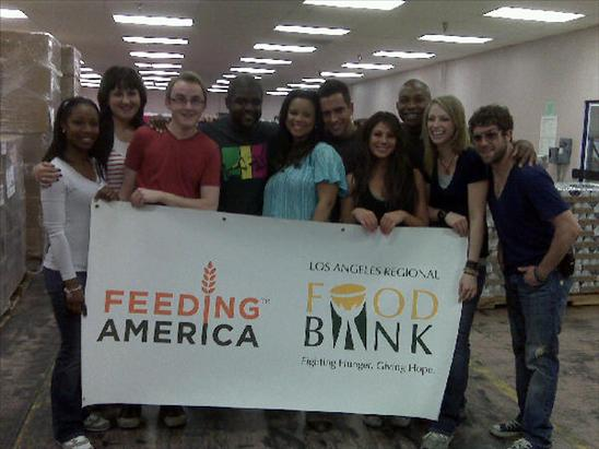 American Idol Alums Volunteer at the LA Food Bank – PHOTOS