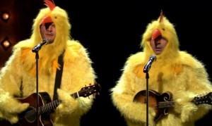 """Blake Shelton, Jimmy Fallon Cluck Their Way Through """"Ho Hey"""" by the Lumineers (VIDEO)"""