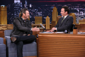 "Blake Shelton & Jimmy Fallon Play ""Random Object Football Toss"" (VIDEO)"