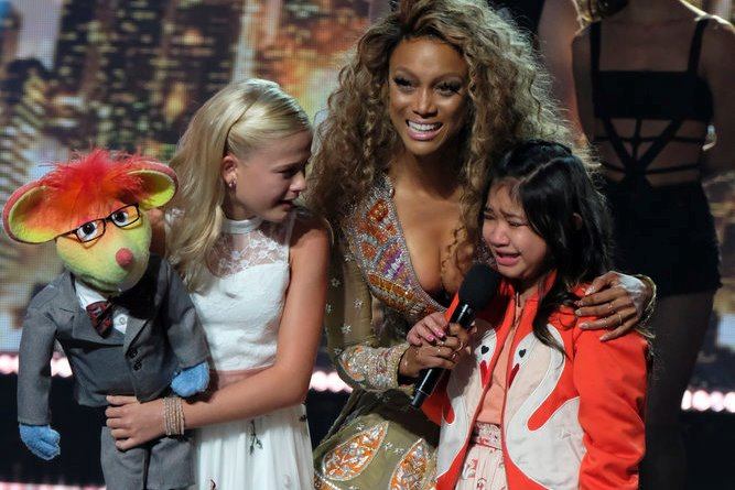 """AMERICA'S GOT TALENT -- """"Live Results 1"""" Episode 1214 -- Pictured: (l-r) Darci Lynne, Tyra Banks, Angelica Hale -- (Photo by: Justin Lubin/NBC)"""