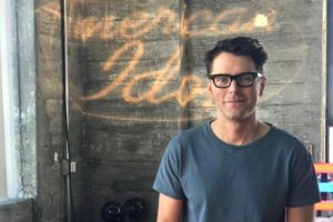 American Idol 2018 Finale: Bobby Bones Returns to Mentor Top 3