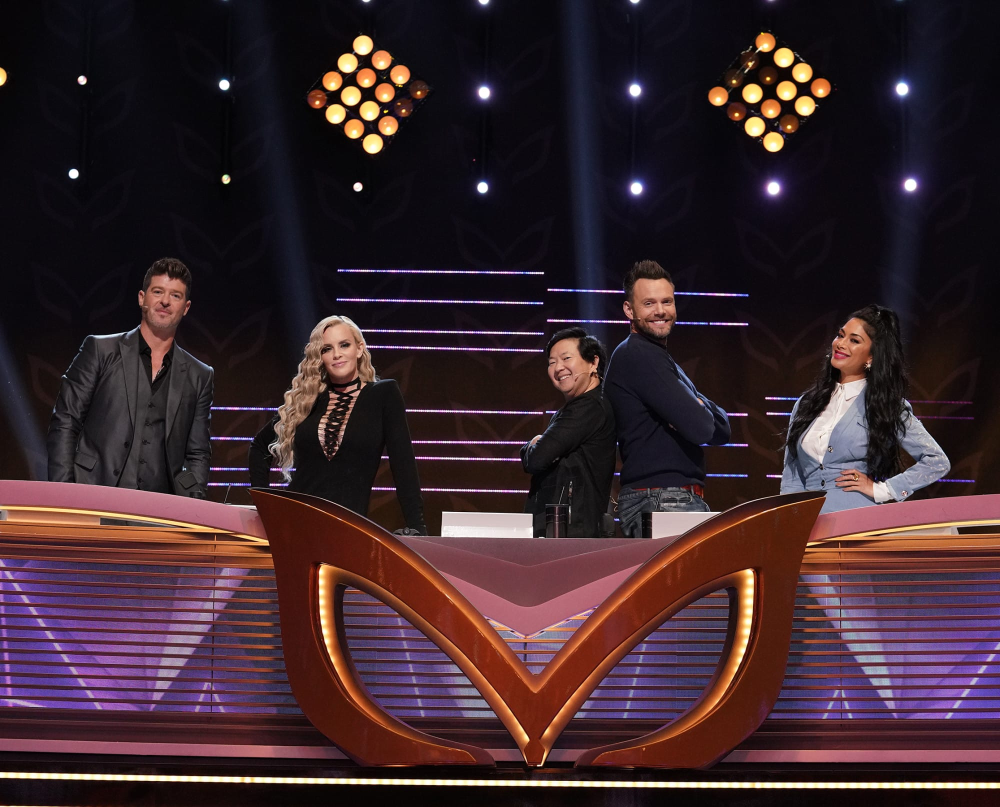 """THE MASKED SINGER: L-R: Panelists: Robin Thicke, Jenny McCarthy, Ken Jeong, guest panelist Joe McHale and panelist Nicole Scherzinger in the all-new """"Five Masks No More"""" episode of THE MASKED SINGER airing Wednesday, Jan. 16 (9:00-10:00 PM ET/PT) on FOX. © 2019 FOX Broadcasting. CR: Michael Becker / FOX."""